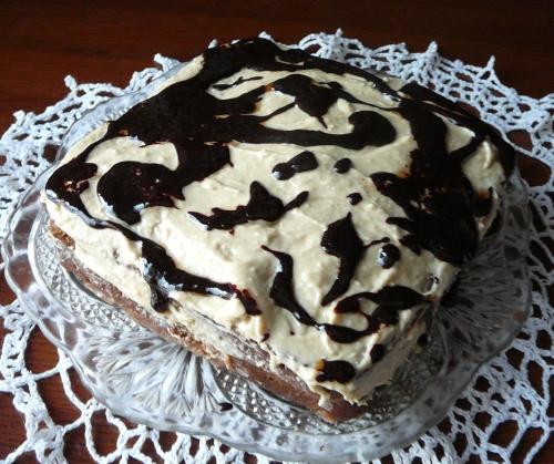 tort z masą  chałwową