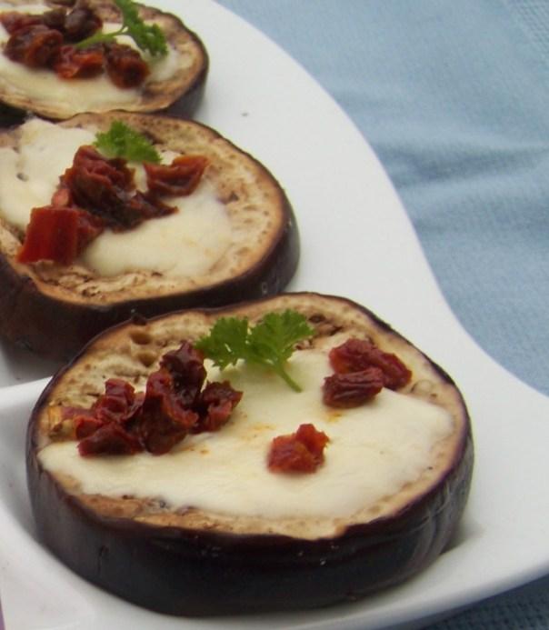 bakłażany z mazzarellą i suszinymi pomidorami 1
