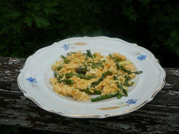 szparagi w jajecznicy1