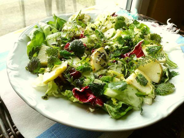 zielona sałatka z gruszkami