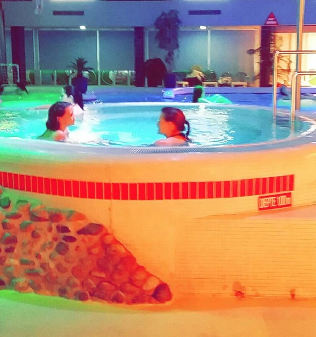 bubbelen in het bubbelbad na het zwangerschapszwemmen