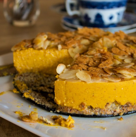 Delicious pumpkin no cheese 'cheesecake' with caramel | gluten free, sugar free, dairy free, vegetarian.