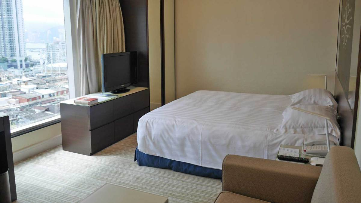 Hong-Kong-harbour-plaza-bedroom