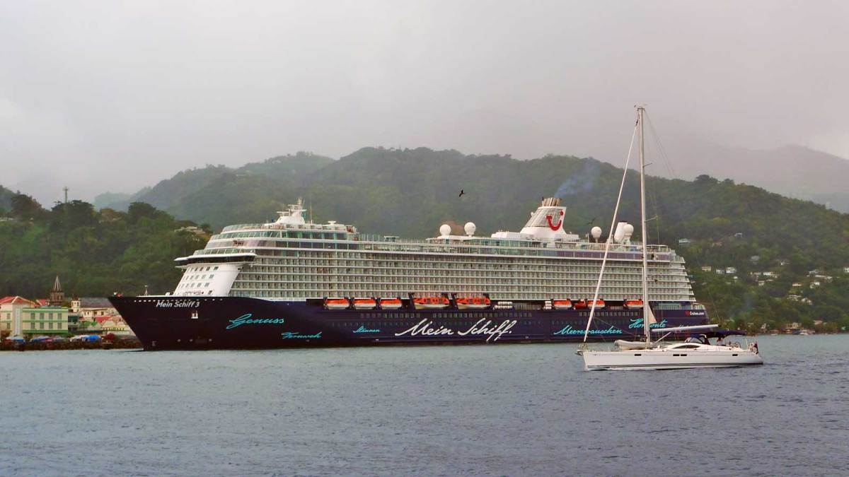 dominica_cruise-ship