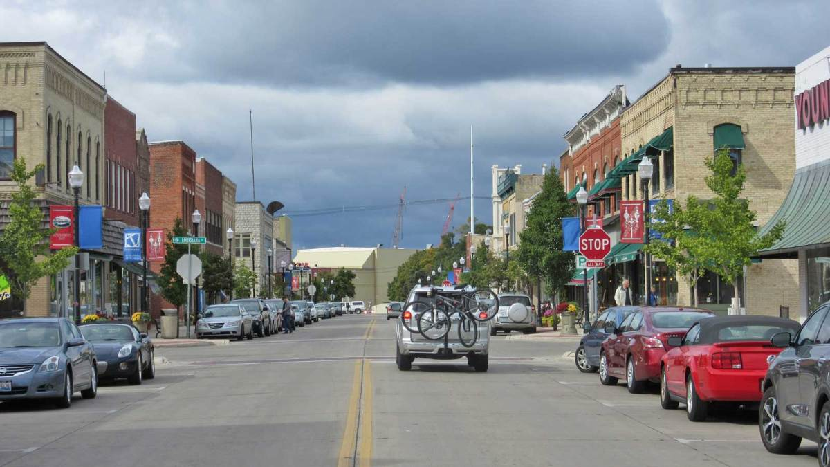 door-county_sturgeon-bay-main-street