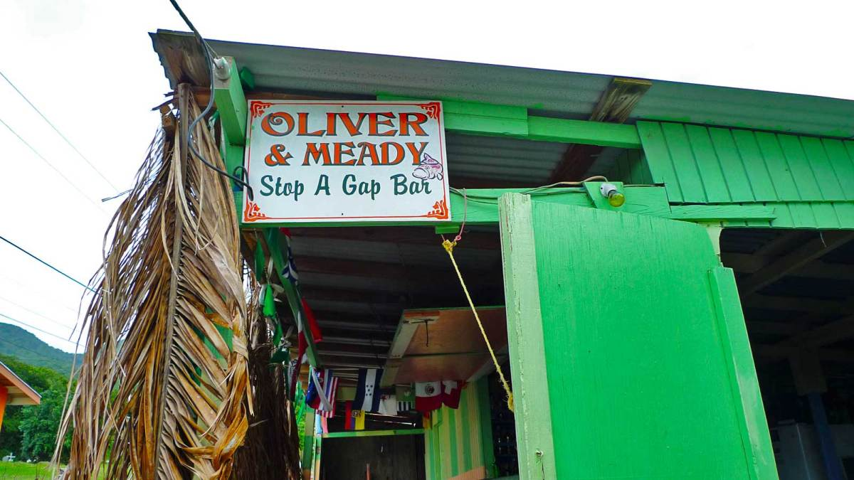 montserrat_oliver-and-meady-bar