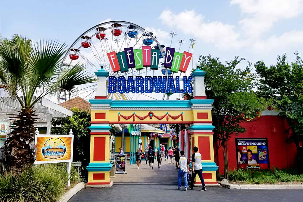 Six Flags Fiesta Texas Fiesta Bay Boardwalk