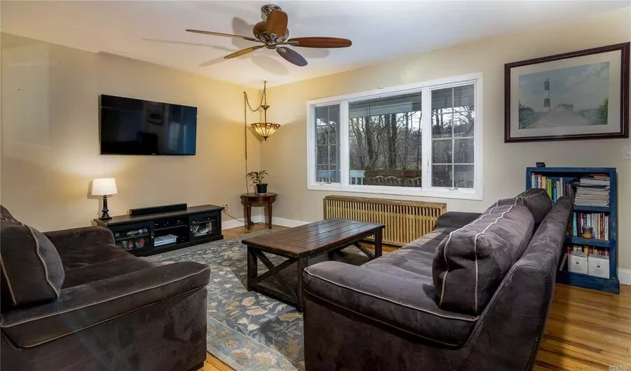 house for sale at 5 Reid St, Mastic, NY