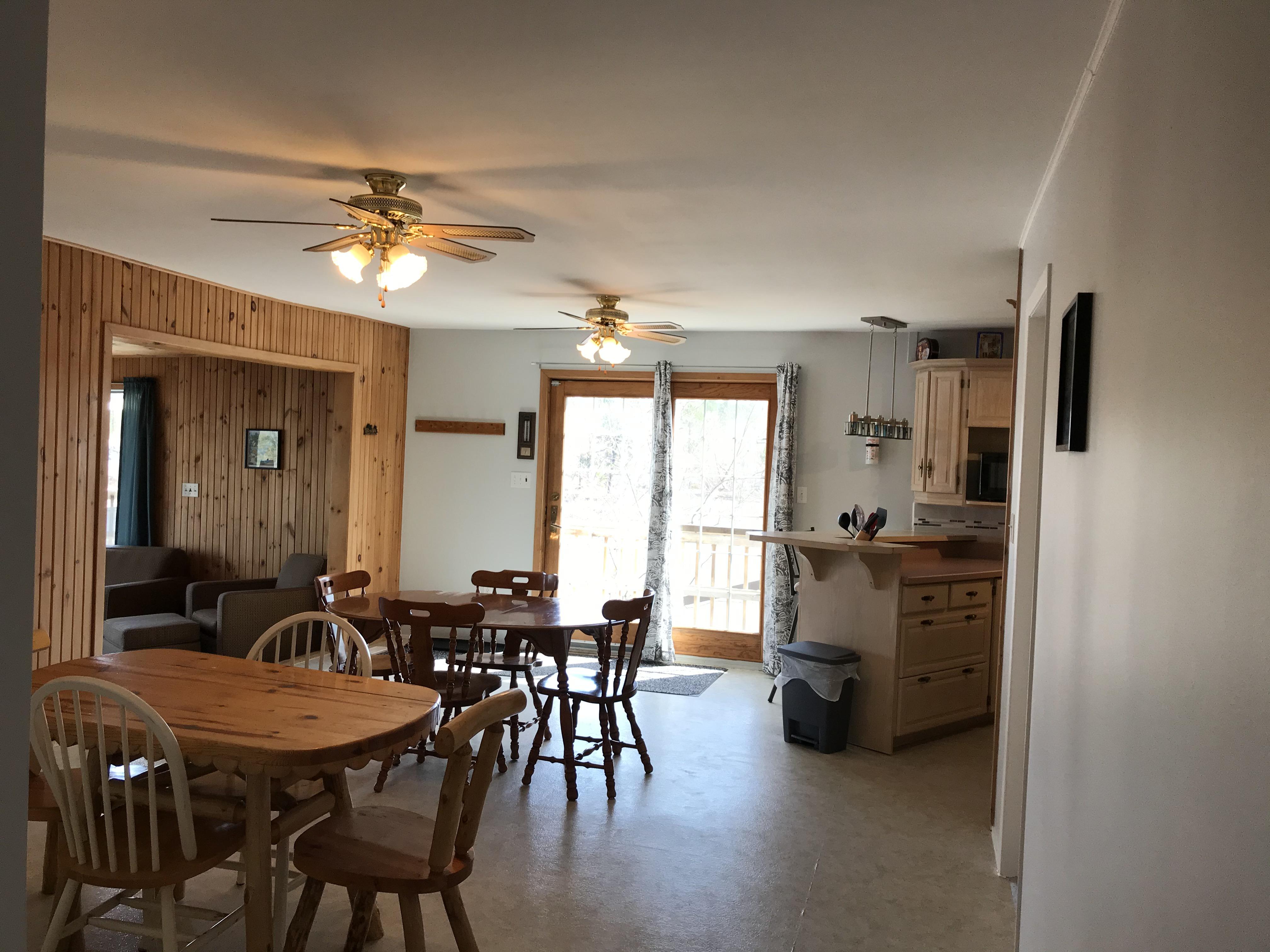 Cabin 6 dinning room