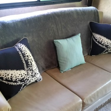 couchwpillows