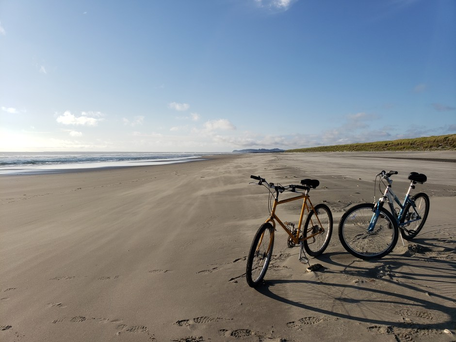 Oregon-Astoria-two-bicycles-on-the-beach