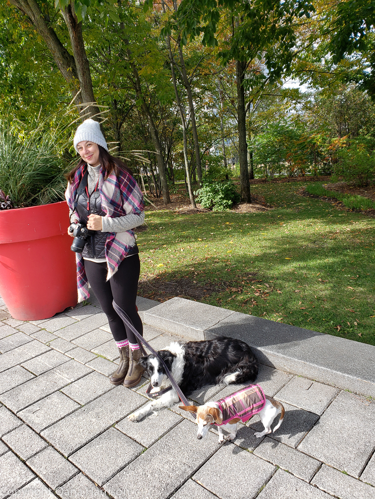 Quebec-City-La-Citadelle-Oana-and-dogs