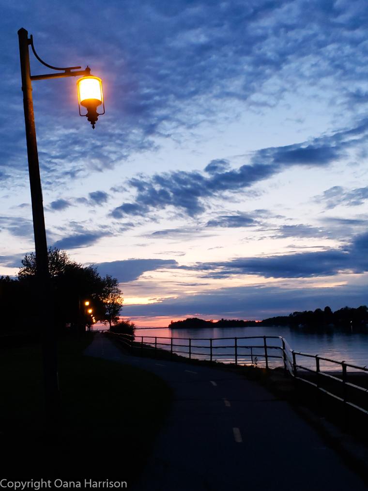 Sallaberry-de-Valleyfield-Canada-evening-walk
