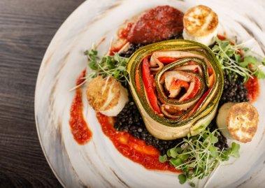 4883-zucchini roll overhead RHcrop