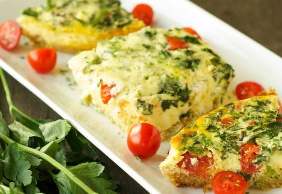 Quinoa Breakfast Casserole With Tomato and Spinach