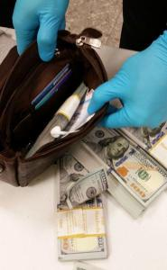$10,000 cash in a zippered bag/purse seized by Customs