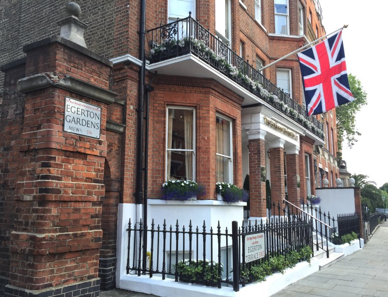 Walking from Kensington to Soho through Chelsea