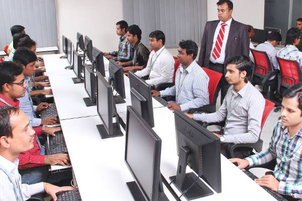 graduate-diploma-in-networking-ara-students-in-class-optimized-f