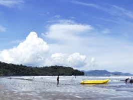 aie manih beach tourist attraction in padang