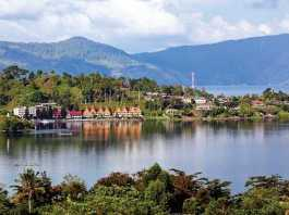 toba lake tourist attraction in north sumatra