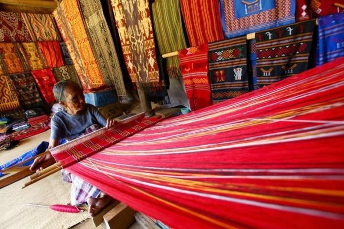 kain tenunan indonesia