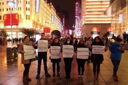 Protestatari români în Hong Kong (Foto: Alina Ponoran)