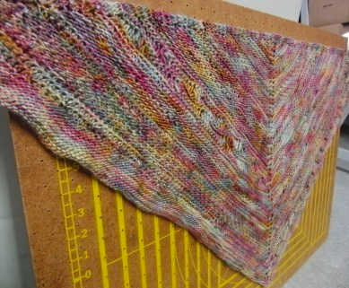 This patter is so fun! I will definitely be making this again. Pattern: http://carinaspencer.com/shop/faraway-so-close/