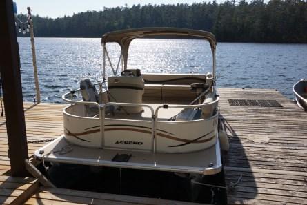 20′ Legend Pontoon Boat with 25hp, 4 stroke Yamaha