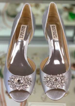 $195 size 8 Badgley Mischka embellished heel