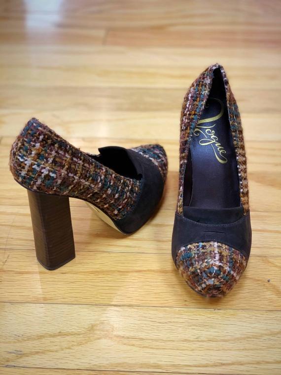 $20 Sz 8 corduroy chunky funky heel
