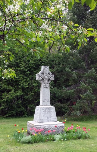 Pakenham Cenotaph with spring flowers