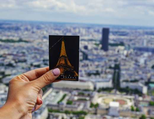 Celavie: wandering under the Eiffel Tower