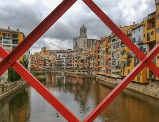 Τζιρόνα: Ταξίδι στη βόρεια Ισπανία, εκεί που τα όρια στενεύουν