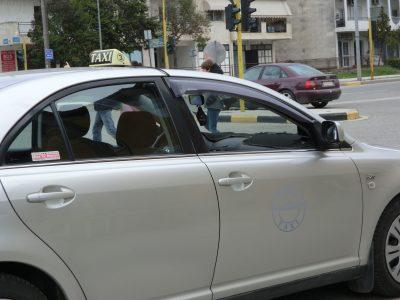 カランバカのタクシー