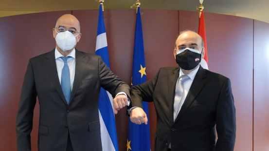 """Ο Dendias συναντά τον Wehbe στην Αθήνα: """"Θα συνεχίσουμε να υποστηρίζουμε τον Λίβανο"""""""