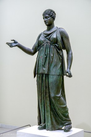 Bronze statue of Artemis