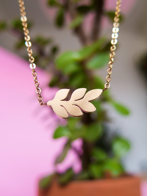 necklace branch with leaves gold