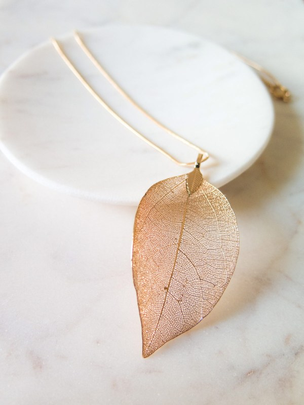 Necklace-Leaf-Gold