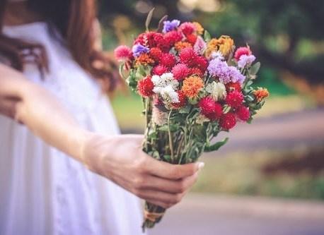 プレゼントにドライフラワーの花束を