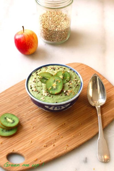 green-breakfast-bowl-smoothie-vert-porridge
