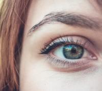 perfekte Augenbrauen und Wimpern zur Hochzeit