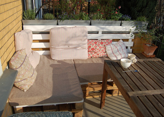 Make your own patio furniture out of recycled and reclaimed shipping