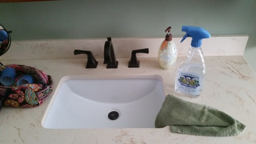 3 Ways I Use Vinegar to Clean My Bathroom