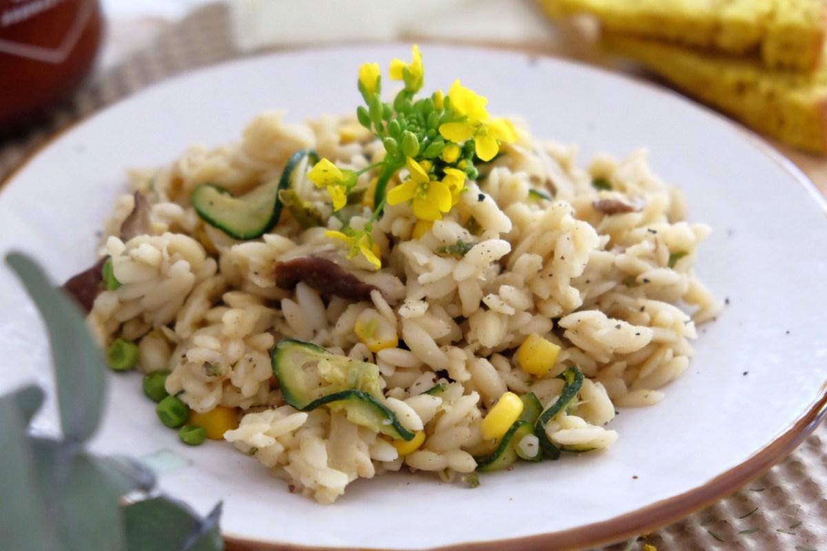 Vegetarian pasta with shiitake, peas, zucchini and corn