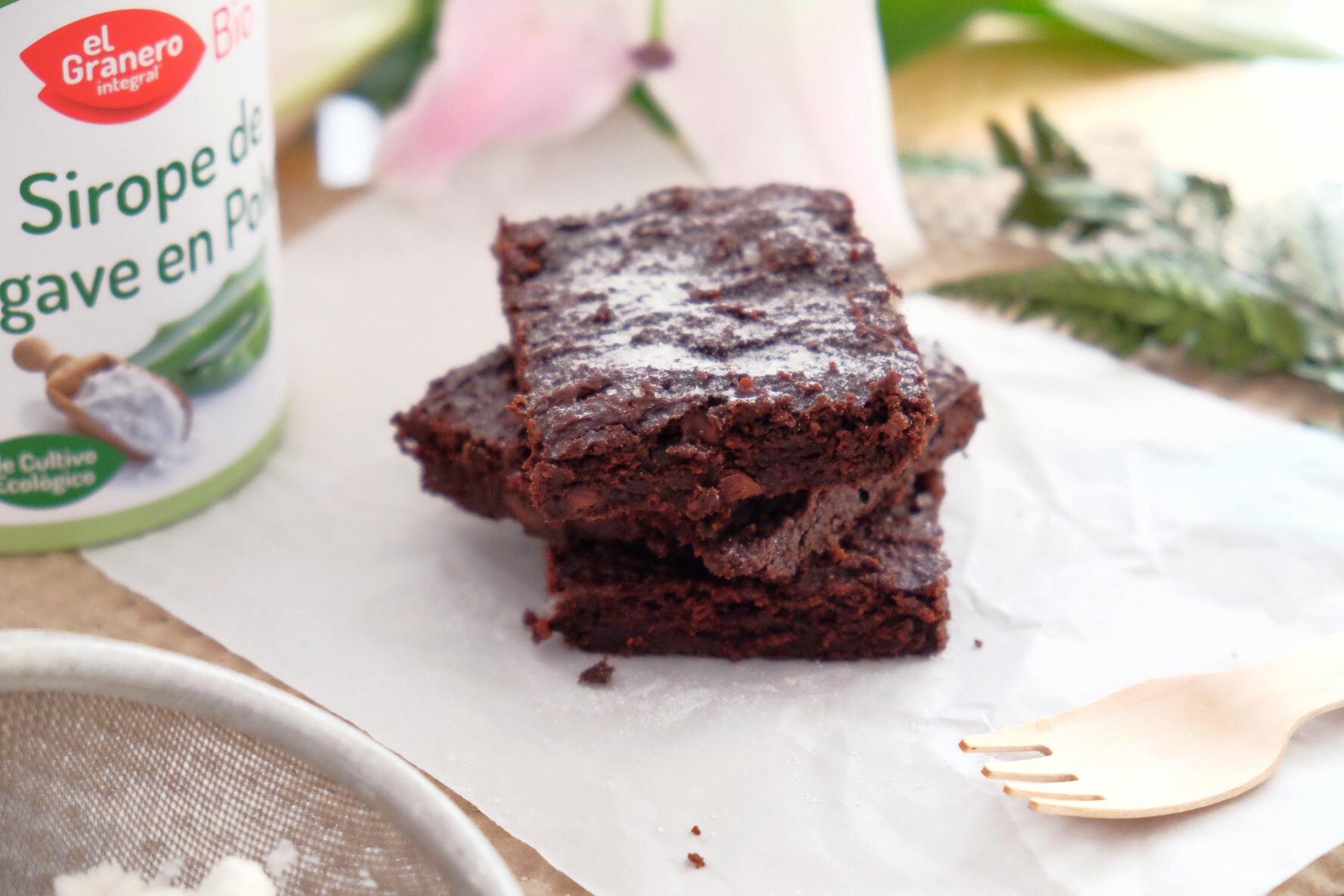 Pastel de chocolate y aguacate, sin gluten.