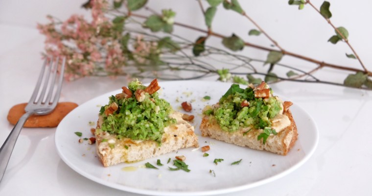 Green toast with soy and peas