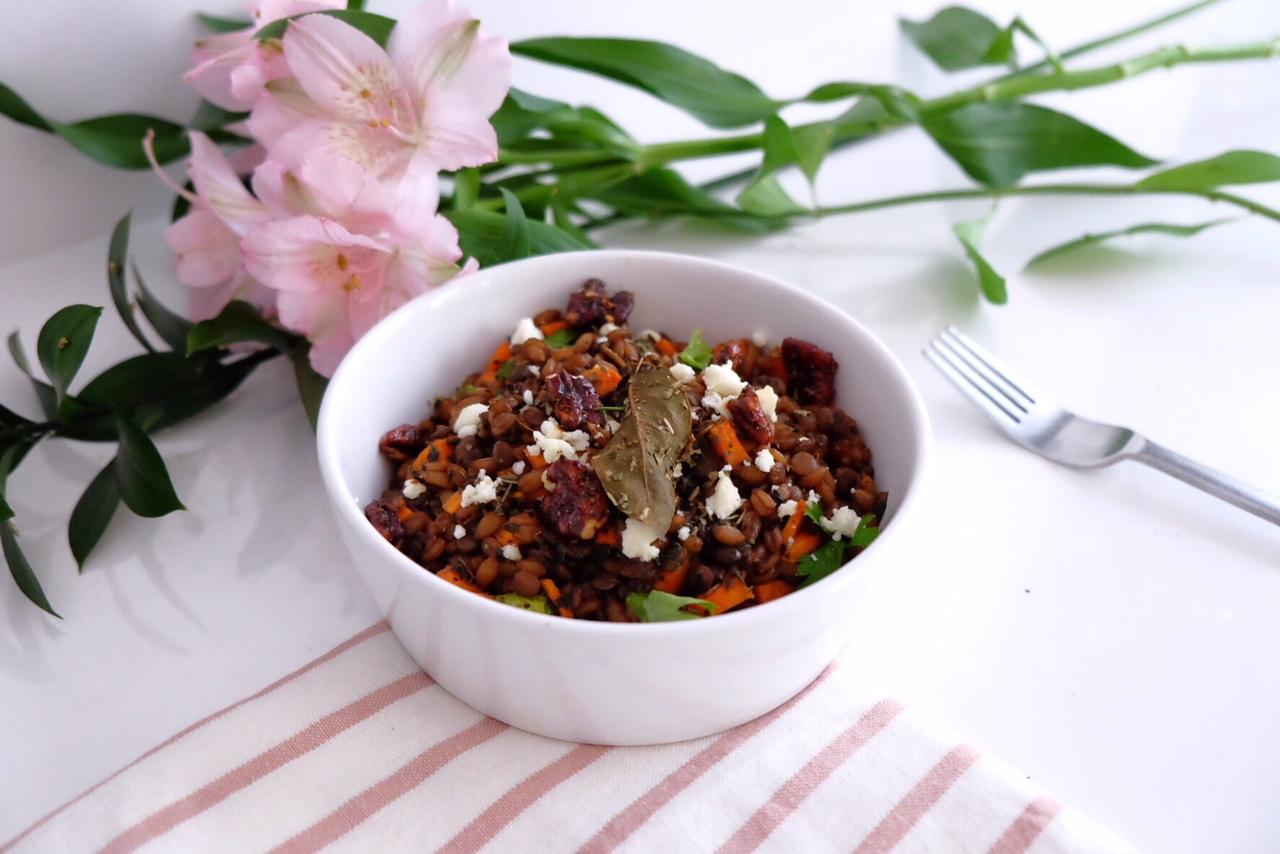 Lentils with spelt, pecan nuts and curcuma