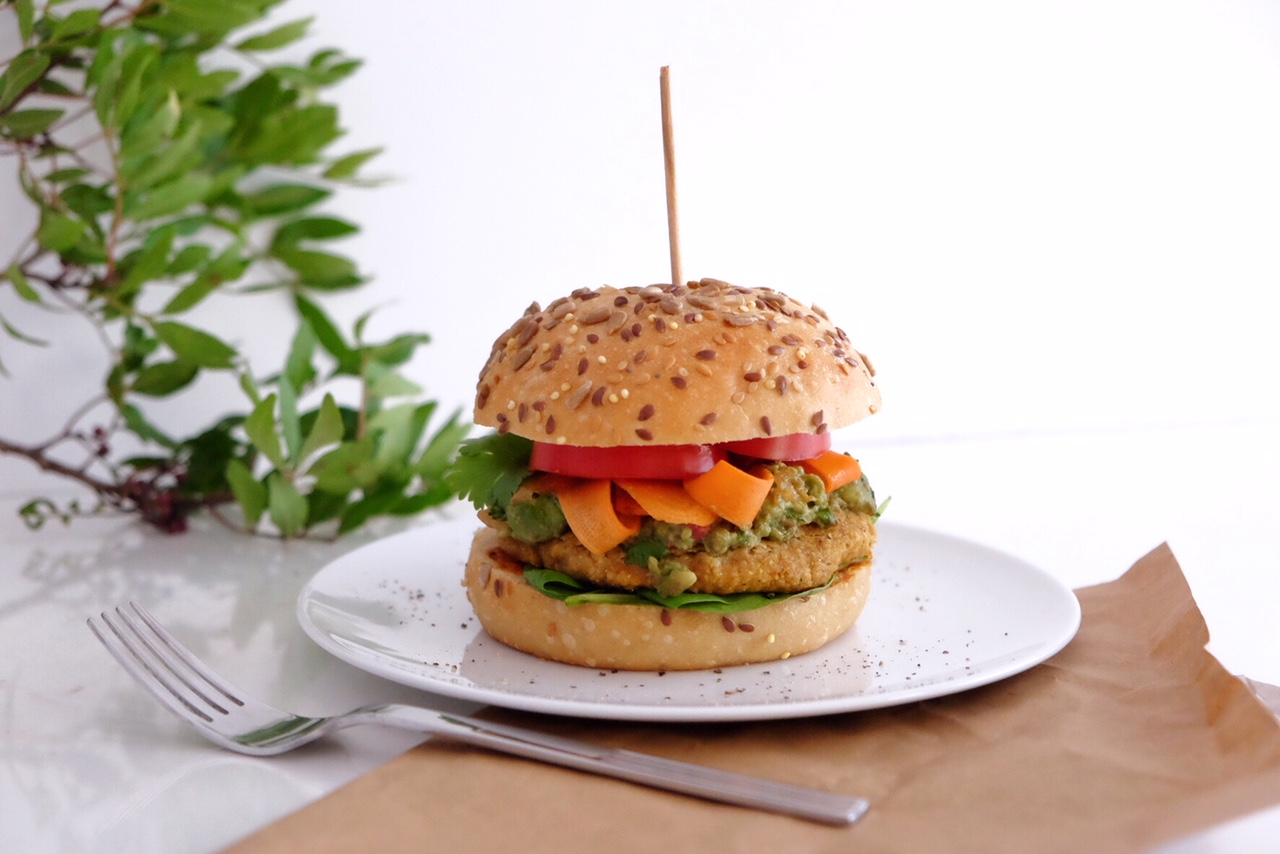 Hamburguesa vegetariana con curry