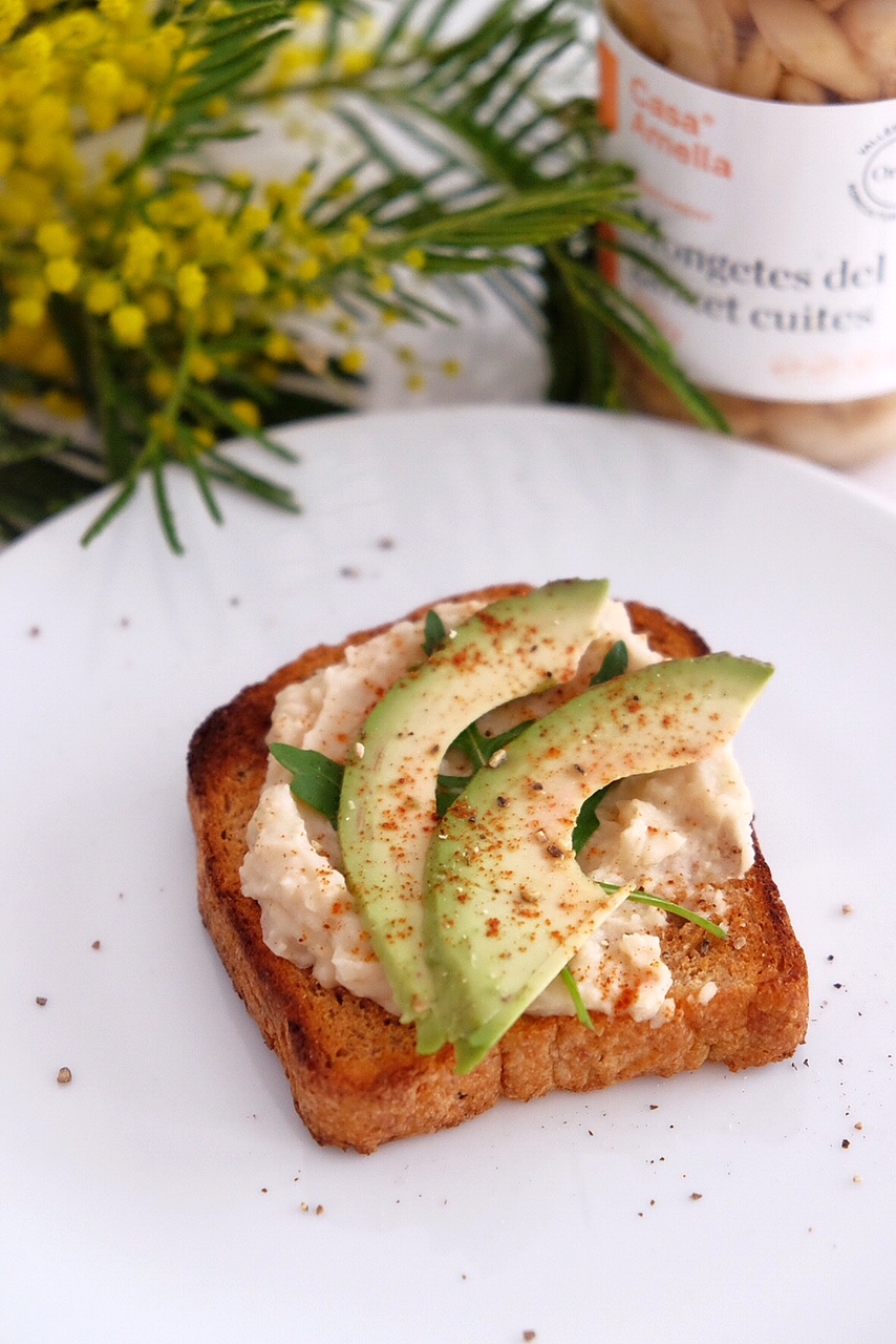 White bean cream with avocado toast and lime juice