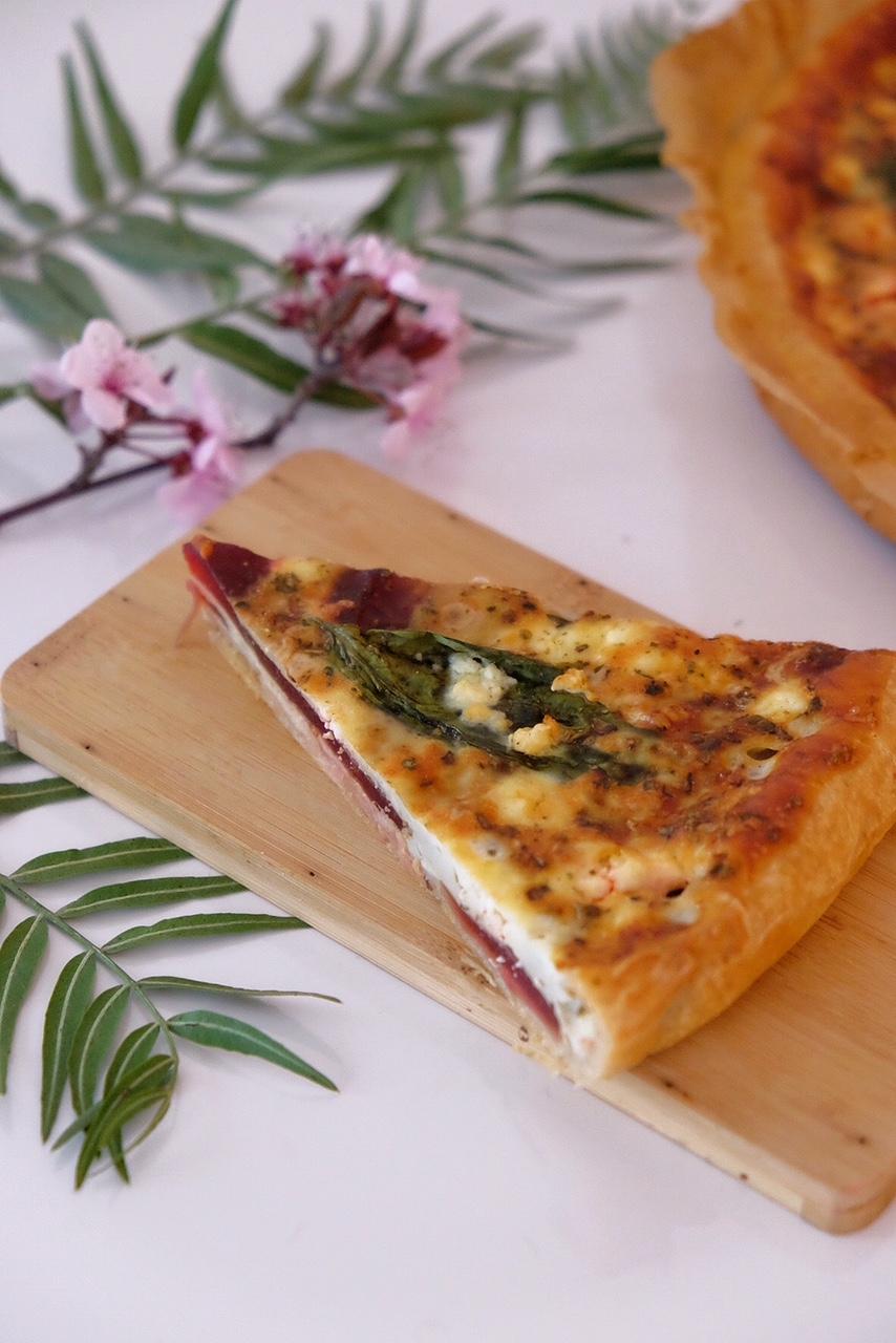 Quiche de remolacha con albahaca fresca y queso feta